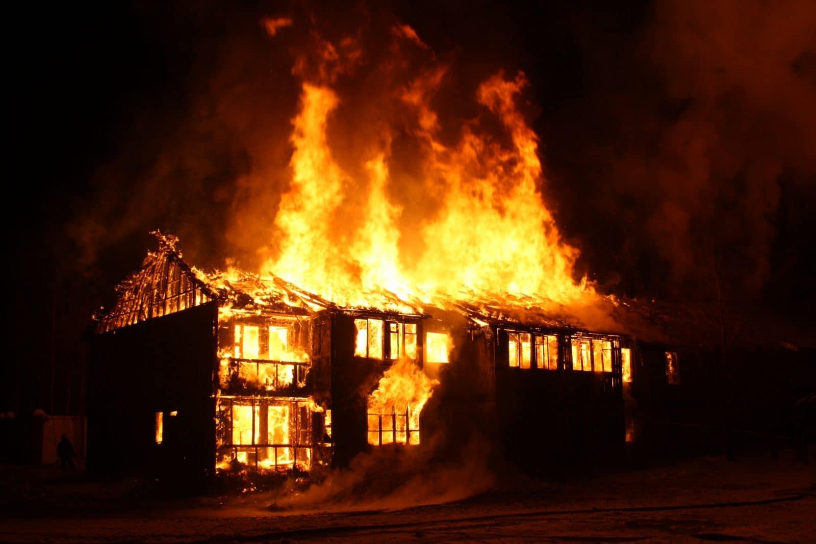 103 yder Brandteknisk rådgivning - så det ikke ender med det på billedet viste brændende hus.